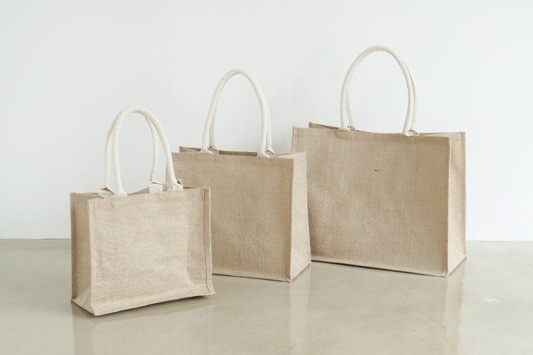 完売連発の「無印良品のジュートマイバッグ」(190円~)がついに入荷!「kufura」編集部員の使い方ナビ