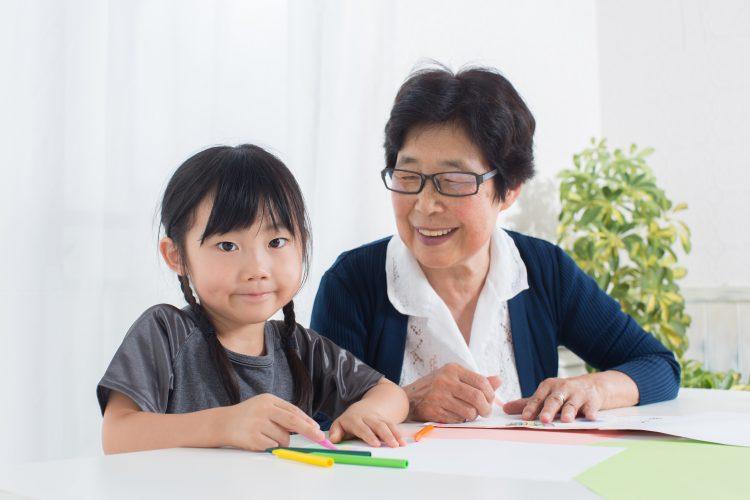 「孫育て」の負担増?小学生を預かったのは約4割…祖父母の心の内は