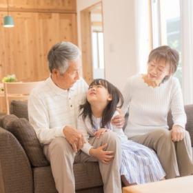 嬉しい反面、孫疲れも…一斉休校で孫を預かっているじいじ・ばあばが孫の親にお願いしたいこと