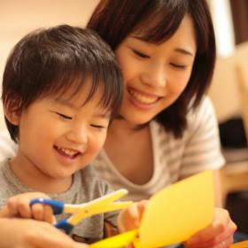 今日はお家でおこもり。ママと一緒に手作りすると子どもが喜ぶモノを調査