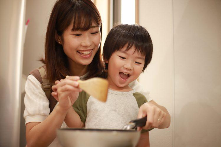 家の中でも楽しく気分転換!「子どもと一緒に作ると楽しい料理&お菓子」をママ179人に調査