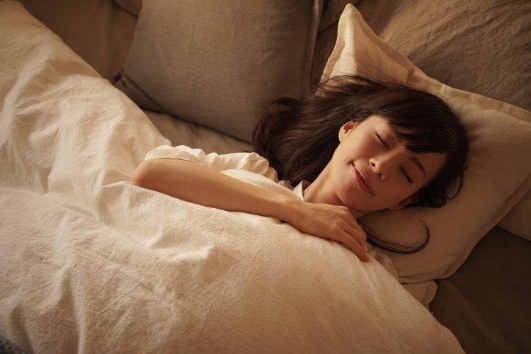 いまこそ快適な睡眠を!パジャマ&ナイトブラで寝付きがよくなるってホント?