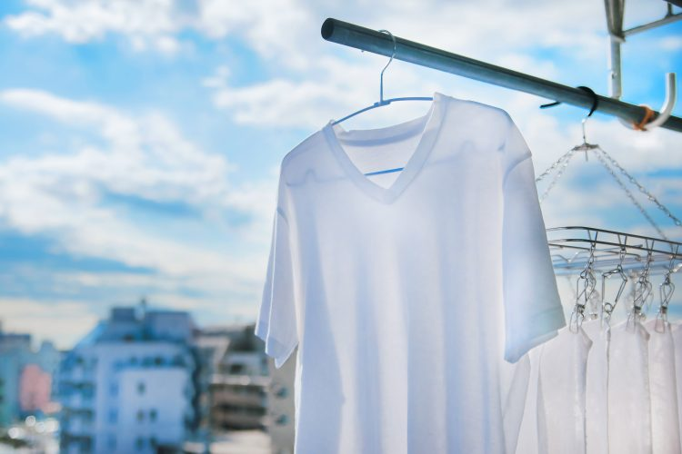 衣替えしていたら…黄ばみ発見!その汚れ、「出し洗い」でスッキリ解決