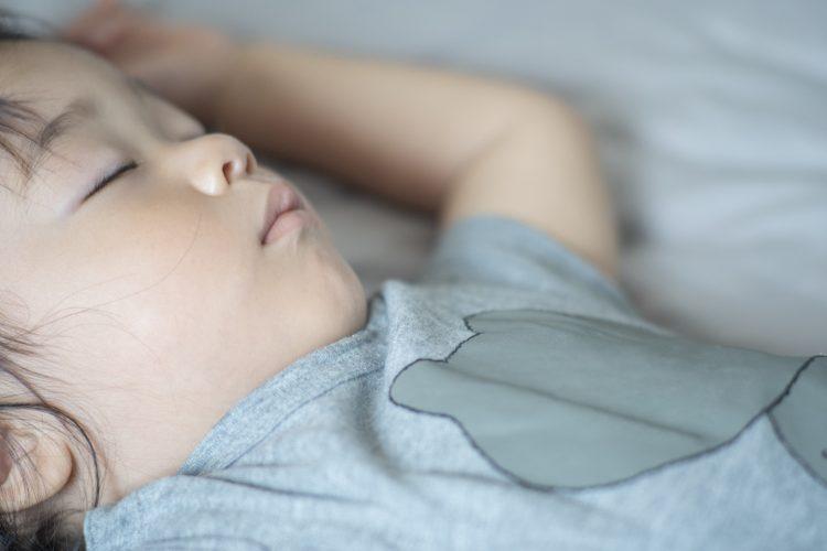 保育園がお休みで娘(3歳)の寝る時間がどんどん遅く(涙)。ねんねアドバイザーに相談してみると…