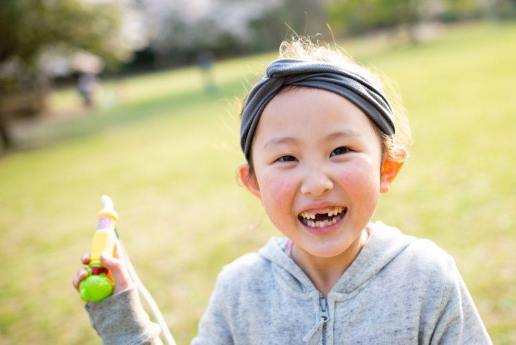 「子どもの抜けた乳歯」は捨てる?保管する?ネズミの歯に代えてもらう?ママ達に聞きました