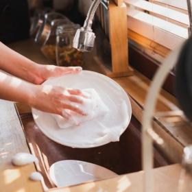 スポンジもふきんも菌の温床に…毎日の「除菌」習慣でキッチンを清潔にキープしよう