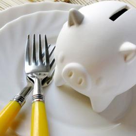 外出自粛以降、とにかく「食費」が増えた…そんな主婦たちが実践している節約方法は?