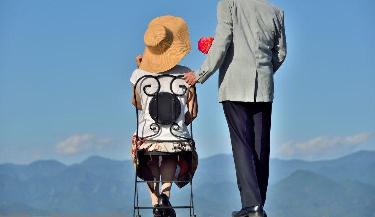 熟年離婚はほど遠い?「仲良しシニア夫婦」を自認する333人の男女に、円満の秘訣を聞きました