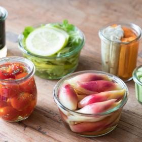 「夏野菜の常備菜」5大メニューは?暑い日にあると嬉しい主婦がつくり置きは…