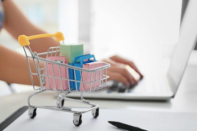 便利すぎ、ネットの方が安い!? 女性427人が選ぶ「この商品はネットで買うにかぎる」と決めているもの