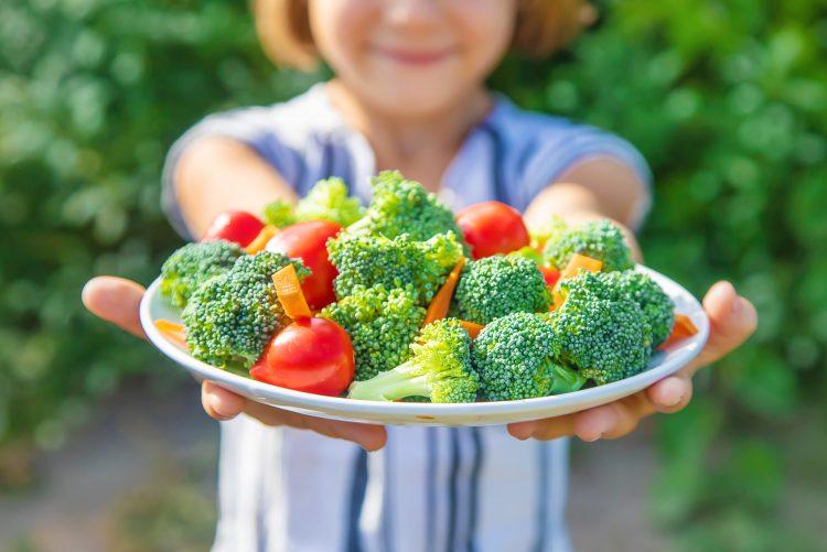 この方法で子どものサラダ嫌いを克服しました!ママ211人に聞いた食べてもらうための工夫とは