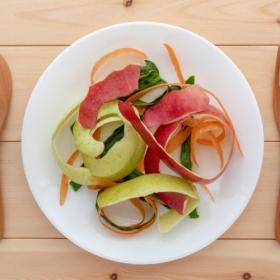 野菜の皮や芯でもう一品!捨ててしまいがちな部分を活用する「使い切りレシピ」