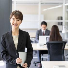 「TPOをわきまえる」ってどんなふるまいのこと?激変するオフィスファッション事情にどう適応する?