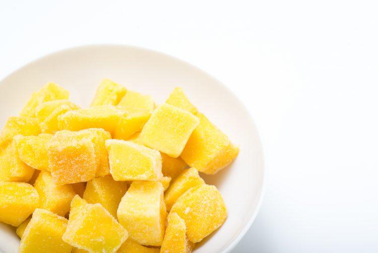 2位はマンゴー、1位は…?スーパーやコンビニで買うお気に入りの冷凍フルーツTOP10