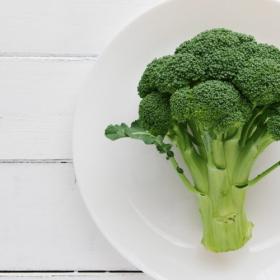 その手があったか!「夏に食べたいブロッコリー料理」ピクルスからアヒージョまで