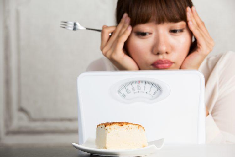 夜中に食べても罪悪感ゼロな「小腹満たしの食べ物」ランキング!女性278人おすすめの1位は?