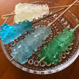宝石みたいな「ロックキャンディ」づくり。まるで理科の実験みたい!