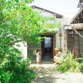 30年暮らした東京を離れ、階段100段登った先の小さな平屋で暮らしています【脱都会。野ざらし荘だより#1】