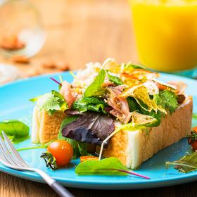 簡単でおいしい!「おうちカフェ」におすすめの夏の「食パン&トースト」アレンジレシピ5選