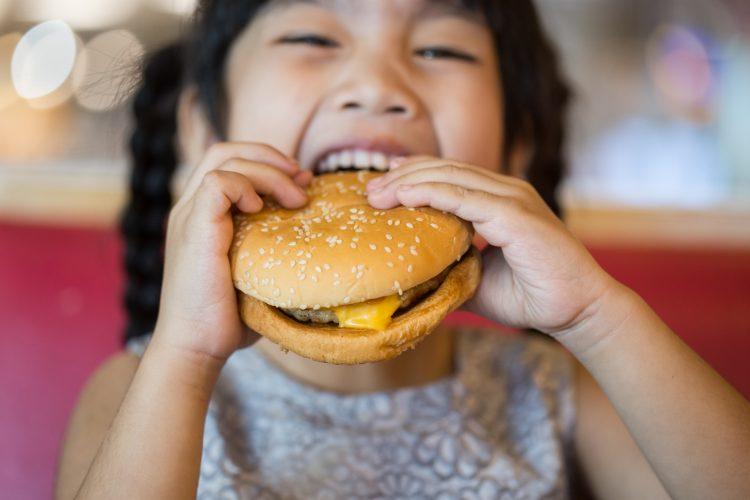 子どもとよく行くハンバーガーチェーンランキング!2位モス、ママも大満足の1位は?