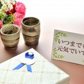 敬老の日のプレゼント「贈ろうと思っているもの」は何?今年は定番以外も人気です