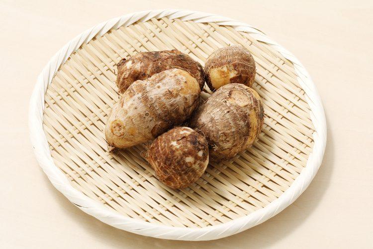 里芋のヌルヌルに栄養のカギが!簡単皮むきテク、上手な保方法まで徹底解説【管理栄養士監修】