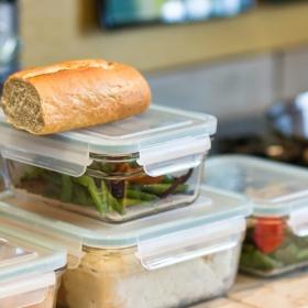 食費の節約にも!「家庭でフードロスを防ぐ工夫」賞味期限の見える化、冷凍…みんながしていること