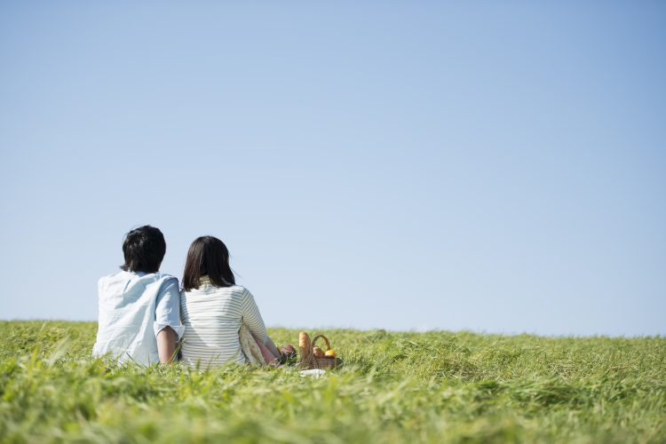 妻に聞いた「夫婦ゲンカ後の仲直り方法」。とりあえず寝る?その日の内に話し合う?