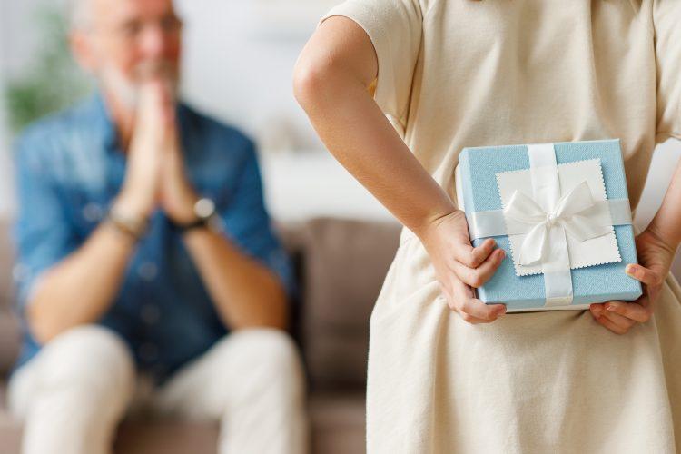 還暦・古希など長寿のお祝いに喜ばれるプレゼントって?【解決!お祝いのマナー】