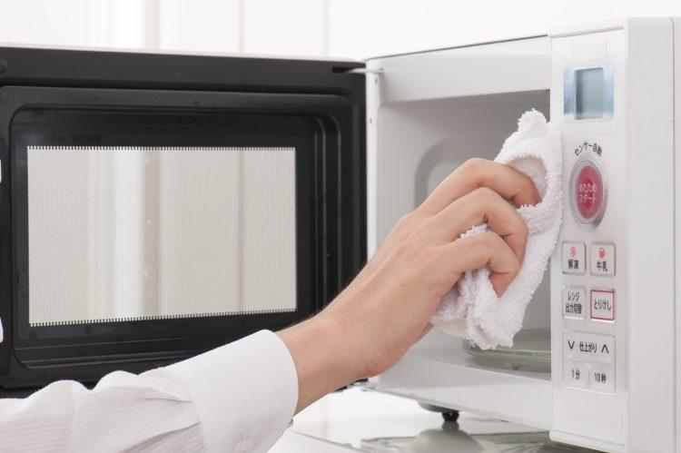 「電子レンジのお掃除頻度」を主婦239人に聞いた!こまめ派とたまに派の差が浮き彫りに…