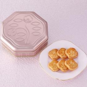 大人ピンクが素敵な「資生堂パーラーの花椿ビスケット」限定缶が販売中。他にも、魅力的な缶菓子をご紹介!