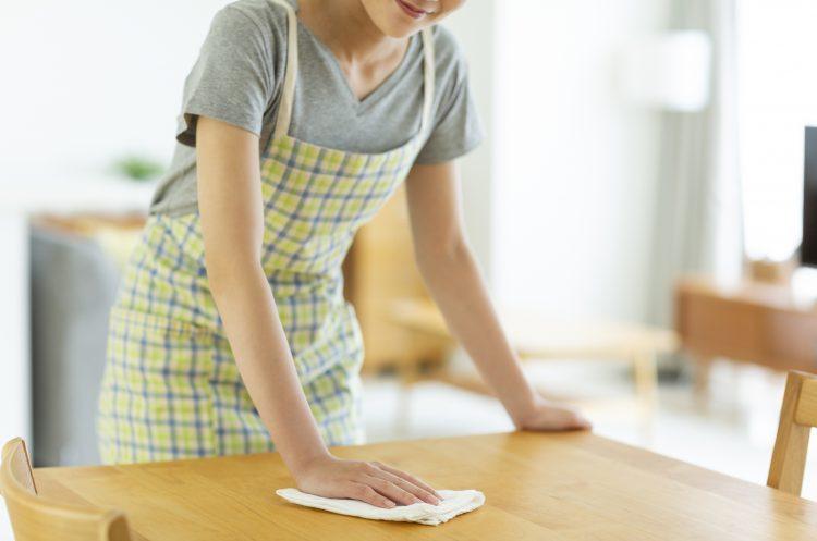 ちょっと面倒な「台拭き」のお手入れ法を調査!布ふきんvs使い捨てふきん、多かったのは…?