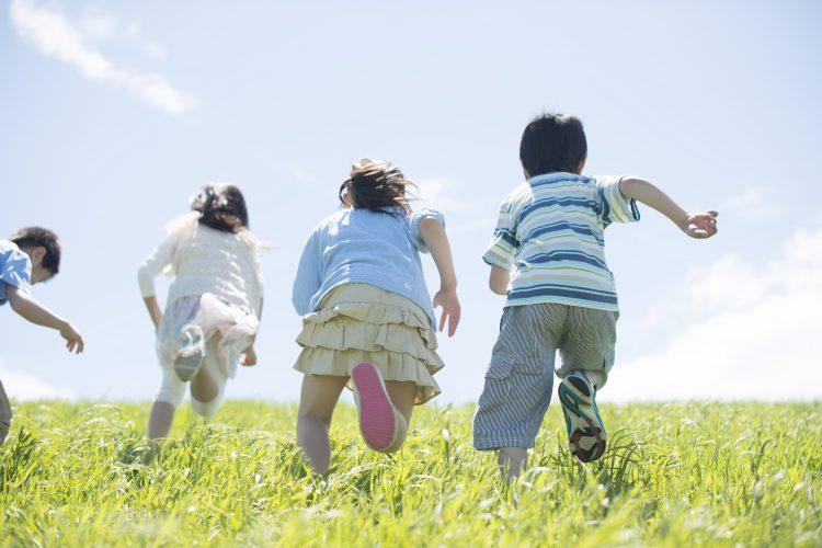 友達の家や児童館はOK?小学生の「コロナ禍での友達との遊び」どこまで許してる…?
