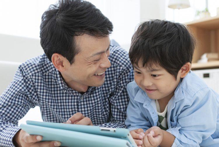 【パパ編】父と子の会話が増えた!メリット色々、でも…?家で子どもと過ごす時間が増えての変化を調査