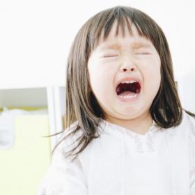 先輩ママ達の言葉に胸熱!「子どもがギャン泣きして困っているママ」に声をかけるとしたら…
