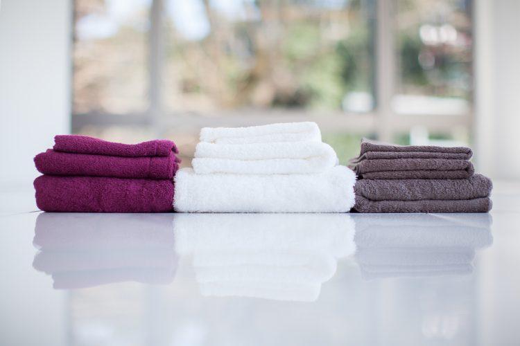 入浴後に使うのは「バスタオル派vsフェイスタオル派」どっちが多い?家族で共用してる?