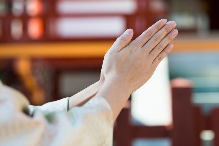 いつまでに行けばいい?神社・お寺でのお参りの手順は?今さら聞けない初詣マナー【年末年始のマナー】