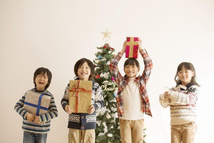 子どもへの「クリスマスプレゼント」どう渡す?盛り上がるプレゼントの渡し方アイディアがズラリ!