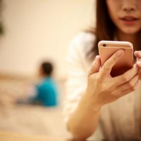 欠席連絡が連絡帳からメールに…「小学校がデジタル化」してよかったこと3つ!小学生ママに聞きました