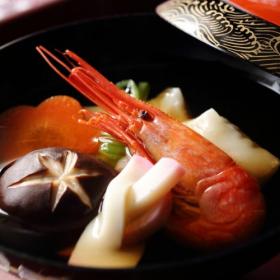 お正月に「お雑煮」を食べるのはなぜ?その由来と意味は…【知っておきたい食の歳時記】