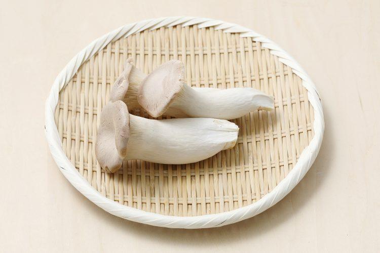 エリンギは食物繊維&ビタミン類が豊富!切り方、おいしいエリンギの選び方、保存方法も解説します【管理栄養士監修】