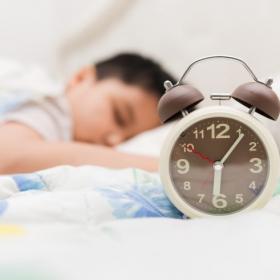 子どもの寝起きが悪い…そんな悩みを抱えるママたちの努力炸裂!寝起きの悪い我が子の起こし方