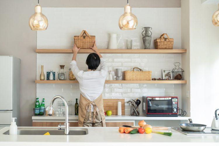 「キッチン棚」の収納実例集。使い勝手におしゃれさをプラス!【kufura収納調査隊】vol.86