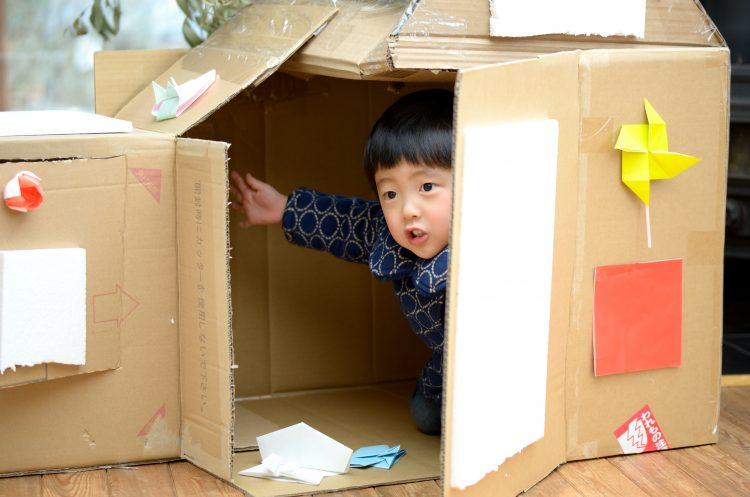 おうち時間の増加で遊びもマンネリ気味…ママがあみ出した子どもを退屈させないための秘策は?