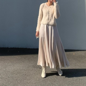 UNIQLOからも!新定番「サテンパンツ&スカート」でオシャレと楽ちんを両立【kufuraファッション調査隊】