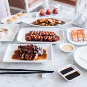 意外と知らない中華料理のマナー。円卓の上座ってどこ?持ち上げていいお皿はどれ?