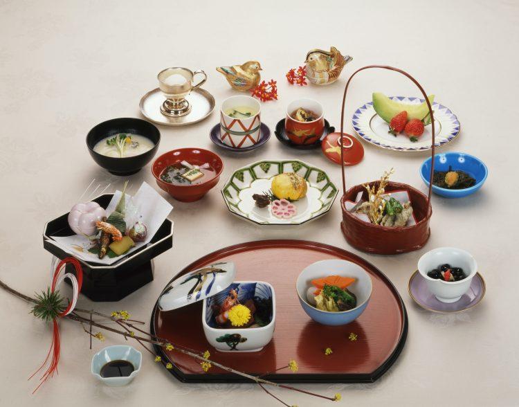 意外と知らない和食のマナー。お椀の扱いに、和食店での振る舞い…写真で分かりやすく解説!