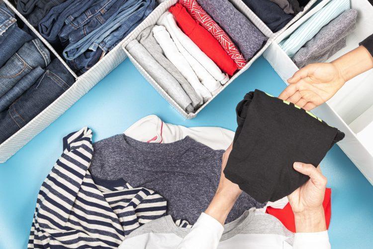 ママに質問!中学生以上の「子どもの服」を着ることある?家庭内リユースが節約にながるという声も…