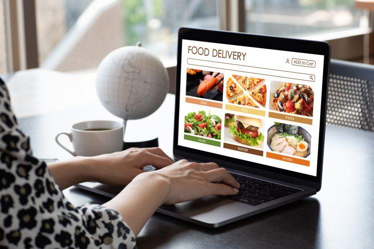 ウーバーイーツ、出前館などデリバリーサービス愛用者に人気のメニューTOP5!2位ハンバーガー、1位は?