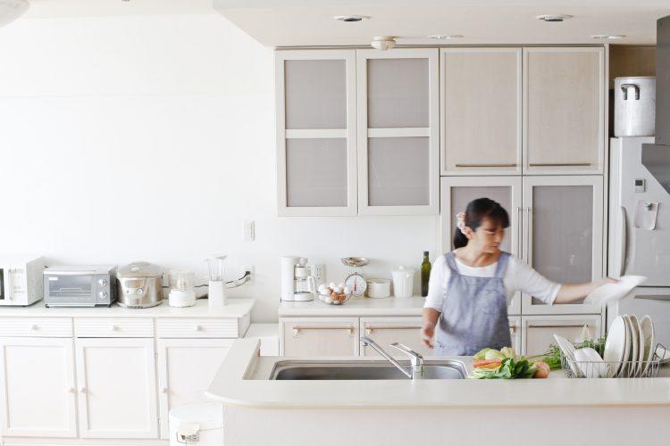 子育てママは何時に起きて、「朝家事」はどのくらいしてる?効率をあげる工夫も聞いてみると…